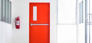Rote Brandschutztür von der Firma Oswald Bender