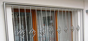 Metallgitter vor Fenstern von Oswald Bender aus Kelkheim