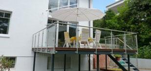 Balkon mit einem Geländer der Firma Bender in Kelkheim