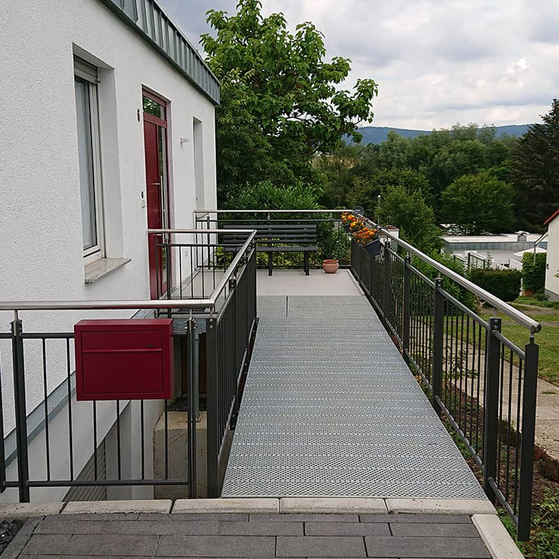 Metalltreppe vom Balkon in den Garten in Kelkheim