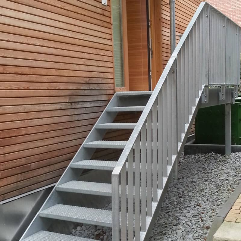 Metallkonstruktion mit einer integrierten Treppenanlage